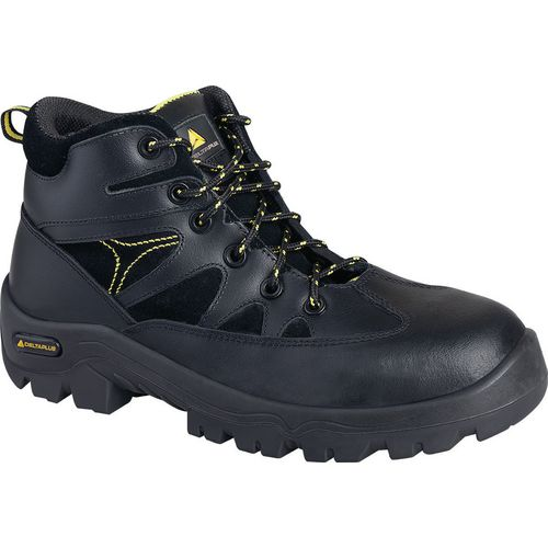 Water resistant hiker safety boots